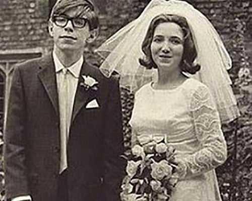 Photo of Stephen Hawking Kimdir? Hayatı, Kitapları,Hastalığı, Ölümü